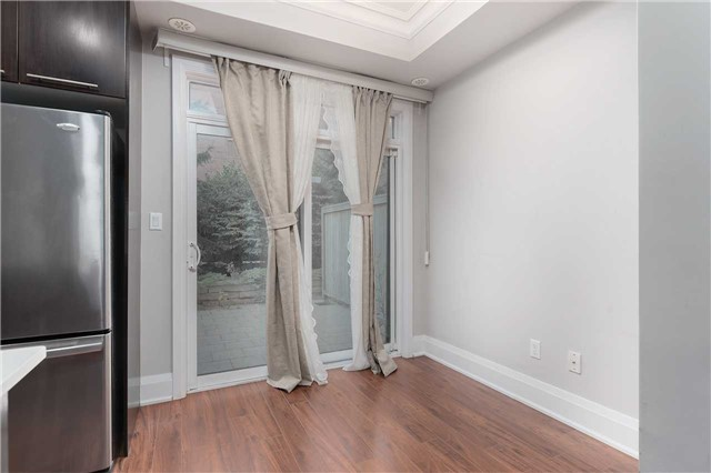 Condo Townhouse at 5 Oakburn Cres, Unit 4, Toronto, Ontario. Image 14