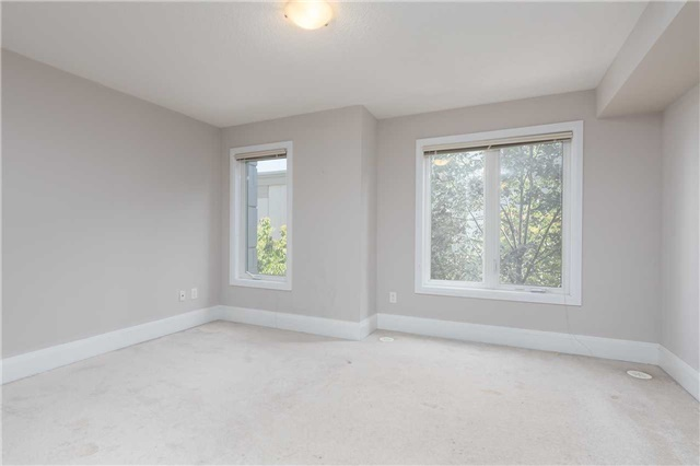 Condo Townhouse at 5 Oakburn Cres, Unit 4, Toronto, Ontario. Image 15