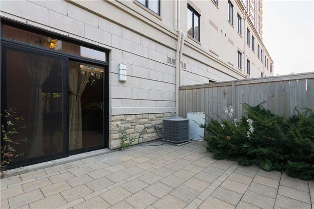 Condo Townhouse at 5 Oakburn Cres, Unit 4, Toronto, Ontario. Image 3