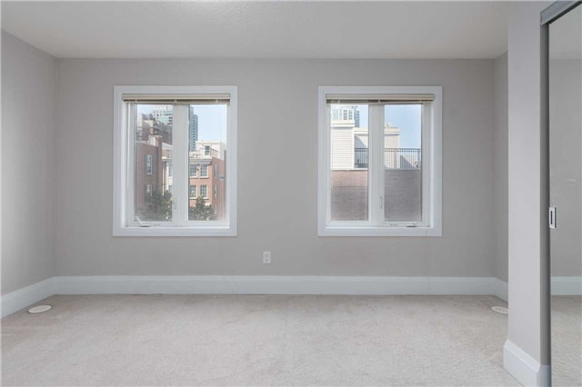 Condo Townhouse at 5 Oakburn Cres, Unit 4, Toronto, Ontario. Image 5