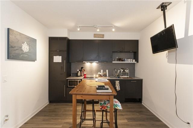 Condo Apartment at 435 Richmond St, Unit 901, Toronto, Ontario. Image 19