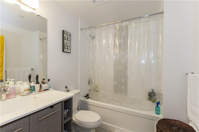Condo Apartment at 435 Richmond St, Unit 901, Toronto, Ontario. Image 8