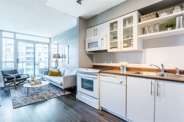 Condo Apartment at 600 Fleet St, Unit 2211, Toronto, Ontario. Image 17