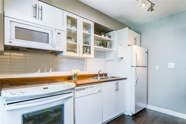 Condo Apartment at 600 Fleet St, Unit 2211, Toronto, Ontario. Image 18
