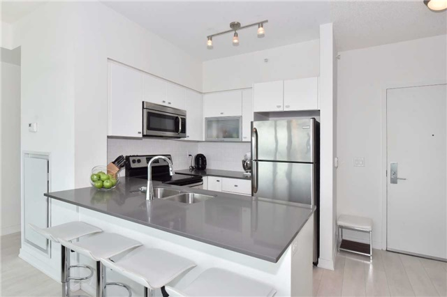 Condo Apartment at 150 East Liberty St, Unit 2012, Toronto, Ontario. Image 17