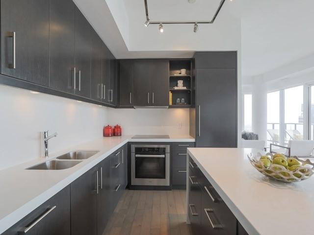 Condo Apartment at 1080 Bay St, Unit 4701, Toronto, Ontario. Image 20