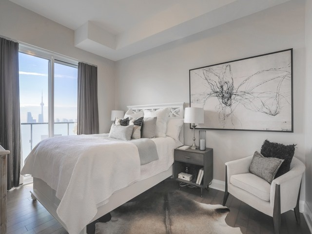 Condo Apartment at 1080 Bay St, Unit 4701, Toronto, Ontario. Image 5