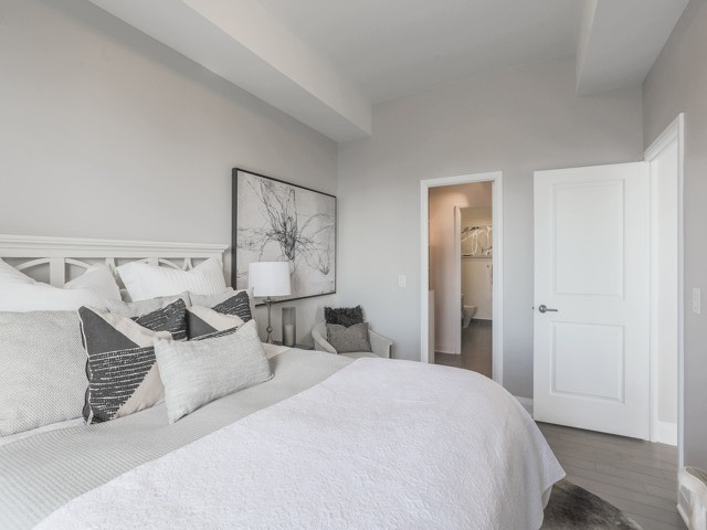 Condo Apartment at 1080 Bay St, Unit 4701, Toronto, Ontario. Image 6