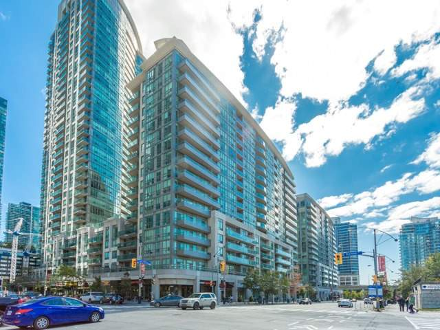 Condo With Common Elements at 51 Lower Simcoe St E, Unit 902, Toronto, Ontario. Image 1