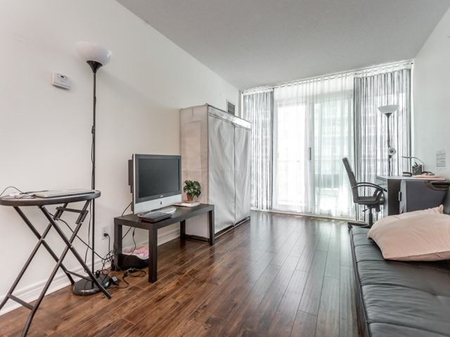 Condo With Common Elements at 51 Lower Simcoe St E, Unit 902, Toronto, Ontario. Image 13
