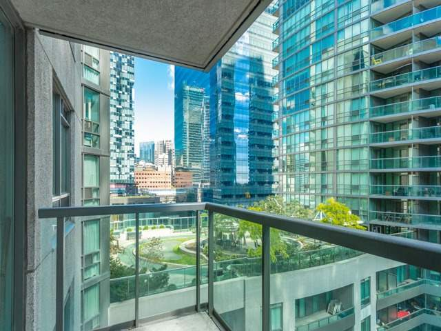 Condo With Common Elements at 51 Lower Simcoe St E, Unit 902, Toronto, Ontario. Image 8