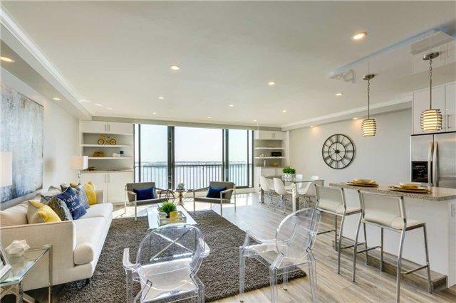 Condo Apartment at 33 Harbour Sq, Unit 3024, Toronto, Ontario. Image 1