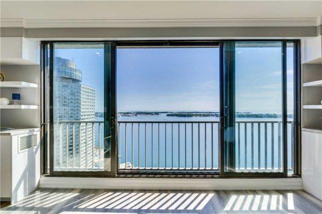 Condo Apartment at 33 Harbour Sq, Unit 3024, Toronto, Ontario. Image 14