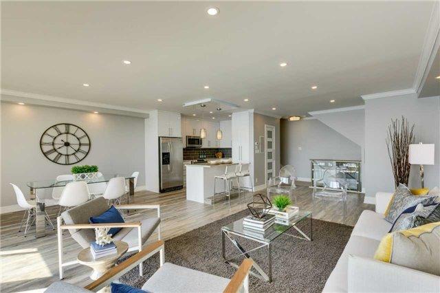Condo Apartment at 33 Harbour Sq, Unit 3024, Toronto, Ontario. Image 17