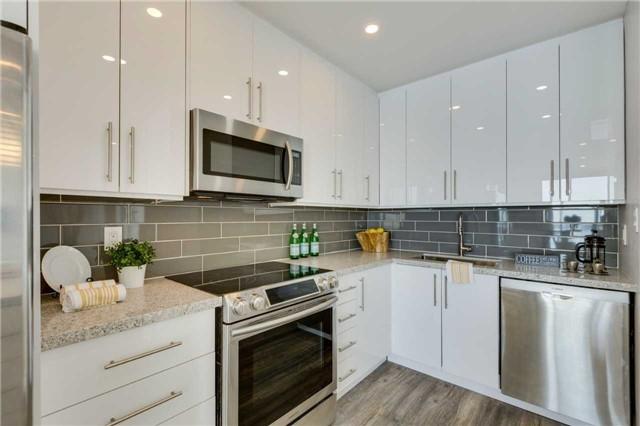 Condo Apartment at 33 Harbour Sq, Unit 3024, Toronto, Ontario. Image 18