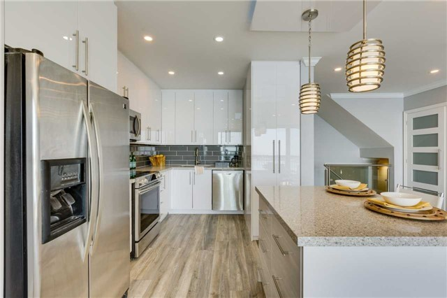 Condo Apartment at 33 Harbour Sq, Unit 3024, Toronto, Ontario. Image 2