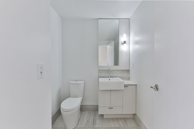 Condo With Common Elements at 88 Blue Jays Way, Unit 3902, Toronto, Ontario. Image 20