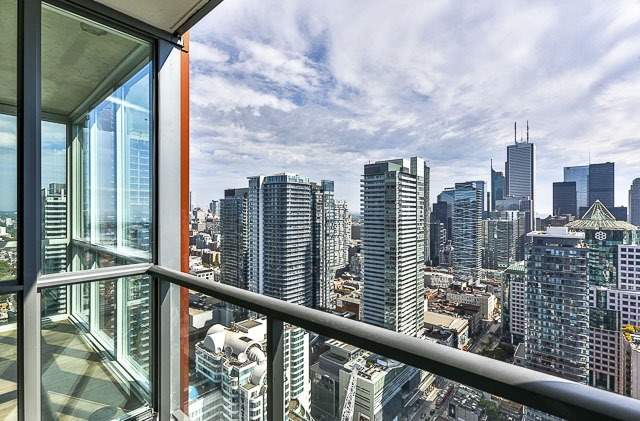 Condo With Common Elements at 88 Blue Jays Way, Unit 3902, Toronto, Ontario. Image 4