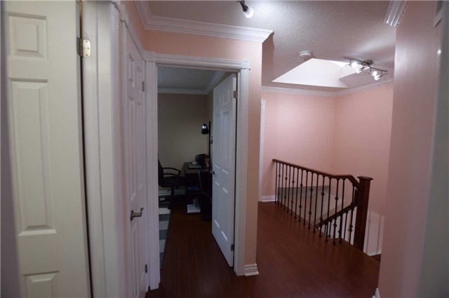 Detached at 20 Fawnhaven Crt, Toronto, Ontario. Image 6