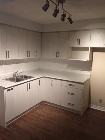 Condo Apartment at 519 Dundas St W, Unit 906, Toronto, Ontario. Image 5