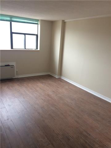 Condo Apartment at 519 Dundas St W, Unit 906, Toronto, Ontario. Image 6