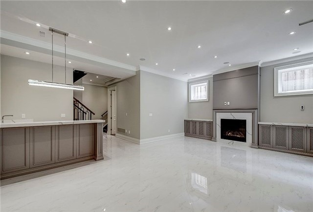 Detached at 158 Hollywood Ave, Toronto, Ontario. Image 9