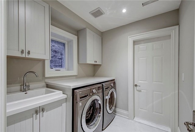 Detached at 158 Hollywood Ave, Toronto, Ontario. Image 11