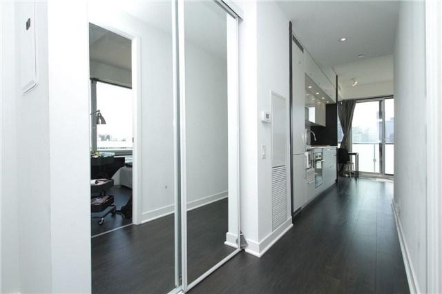 Condo Apartment at 15 Grenville St, Unit 2303, Toronto, Ontario. Image 13