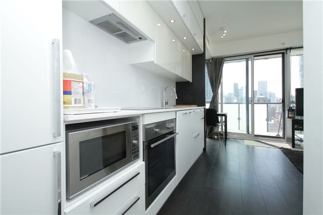 Condo Apartment at 15 Grenville St, Unit 2303, Toronto, Ontario. Image 14