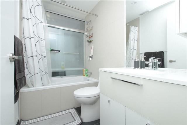 Condo Apartment at 15 Grenville St, Unit 2303, Toronto, Ontario. Image 18