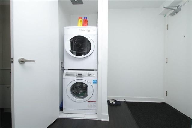 Condo Apartment at 15 Grenville St, Unit 2303, Toronto, Ontario. Image 2