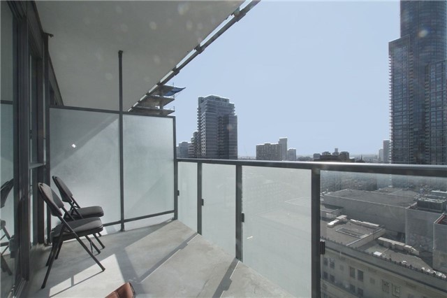 Condo Apartment at 15 Grenville St, Unit 2303, Toronto, Ontario. Image 3