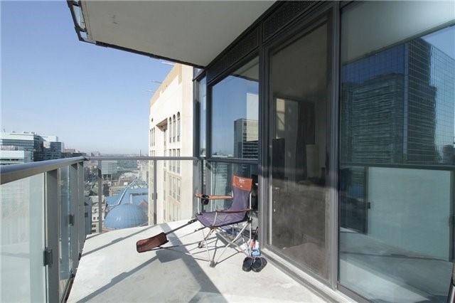 Condo Apartment at 15 Grenville St, Unit 2303, Toronto, Ontario. Image 4