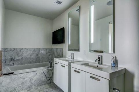Condo Apartment at 629 King St W, Unit Ph1424, Toronto, Ontario. Image 2