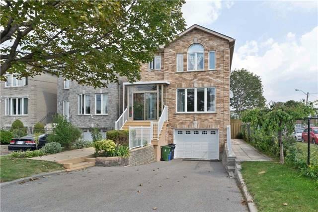 Detached at 3991 Dufferin St, Toronto, Ontario. Image 1