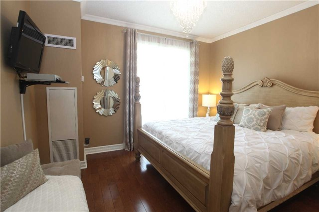 Condo Townhouse at 17 Barberry Pl, Unit Th120, Toronto, Ontario. Image 4