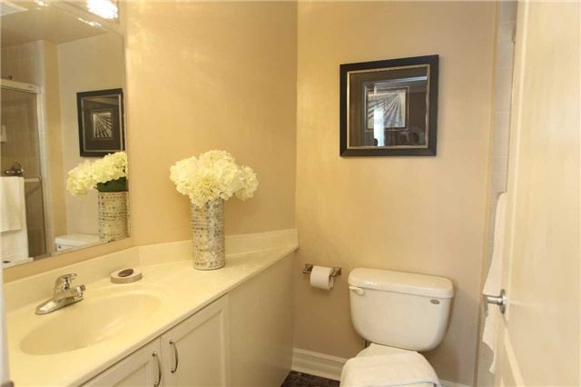 Condo Townhouse at 17 Barberry Pl, Unit Th120, Toronto, Ontario. Image 5