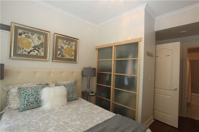 Condo Townhouse at 17 Barberry Pl, Unit Th120, Toronto, Ontario. Image 6