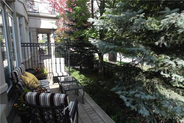 Condo Townhouse at 17 Barberry Pl, Unit Th120, Toronto, Ontario. Image 8