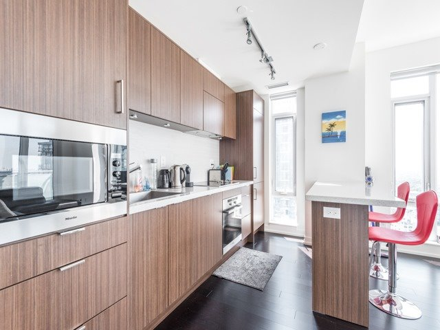 Condo Apartment at 21 Widmer St, Unit 3302, Toronto, Ontario. Image 15
