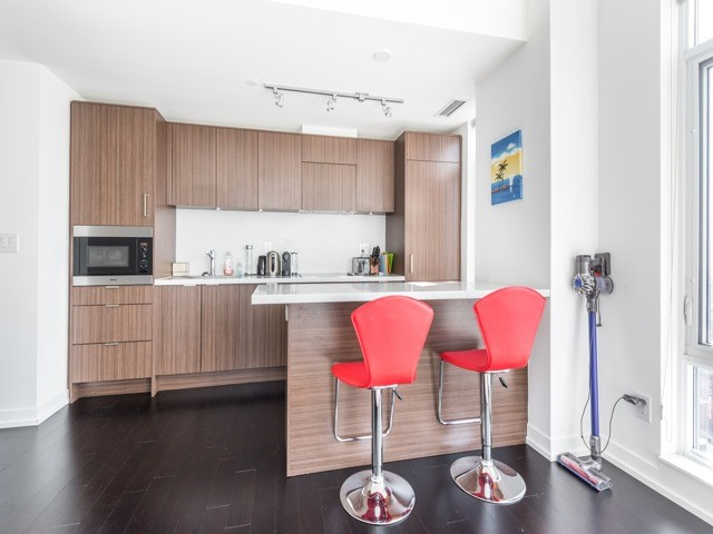 Condo Apartment at 21 Widmer St, Unit 3302, Toronto, Ontario. Image 16