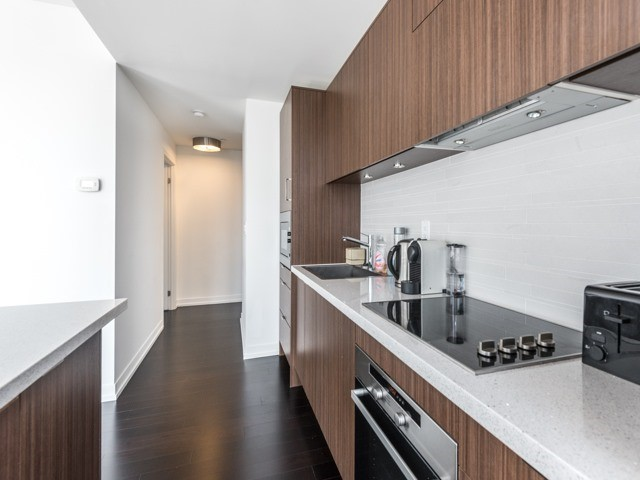 Condo Apartment at 21 Widmer St, Unit 3302, Toronto, Ontario. Image 17