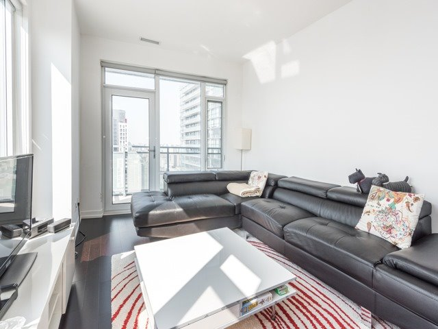 Condo Apartment at 21 Widmer St, Unit 3302, Toronto, Ontario. Image 18