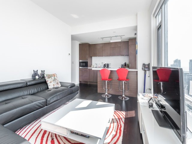 Condo Apartment at 21 Widmer St, Unit 3302, Toronto, Ontario. Image 20