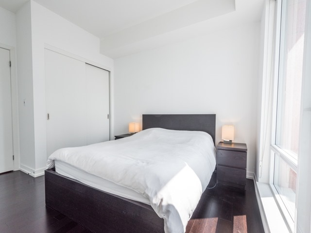 Condo Apartment at 21 Widmer St, Unit 3302, Toronto, Ontario. Image 5