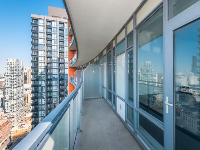 Condo Apartment at 21 Widmer St, Unit 3302, Toronto, Ontario. Image 10