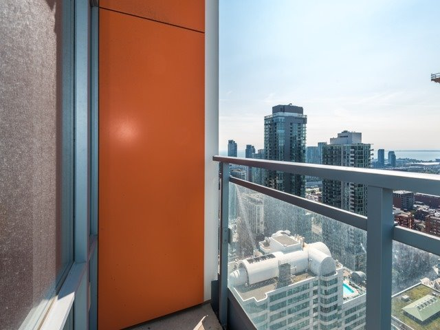 Condo Apartment at 21 Widmer St, Unit 3302, Toronto, Ontario. Image 13