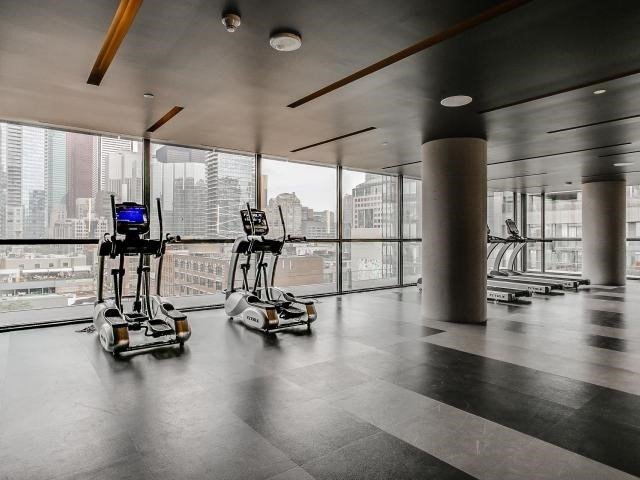 Condo Apartment at 290 Adelaide St, Unit 3110, Toronto, Ontario. Image 4