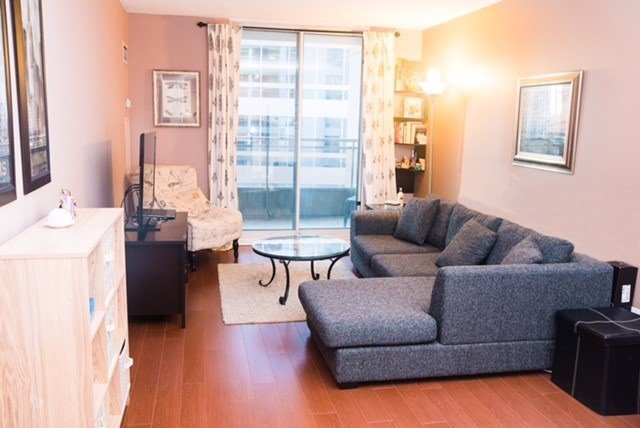Condo Apartment at 260 Doris Ave, Unit 1211, Toronto, Ontario. Image 9