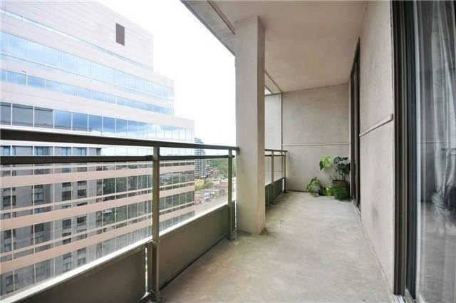 Condo Apartment at 260 Doris Ave, Unit 1211, Toronto, Ontario. Image 4